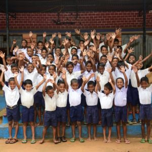 Strassenkinder in Odisha (Panderpali), Indien