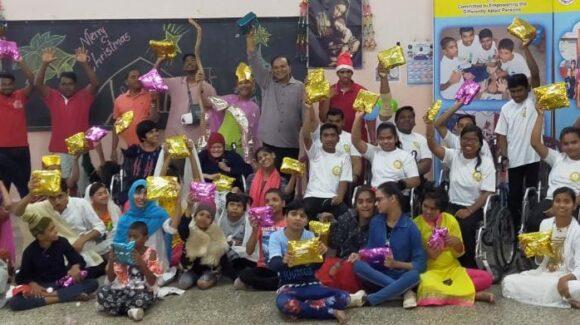 Weihnachtsfeier im Behindertenheim Snehalaya, Pune, Indien