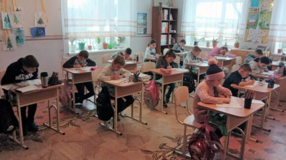 Covid-19-taugliche Schulmöbel für moldawische Schulen